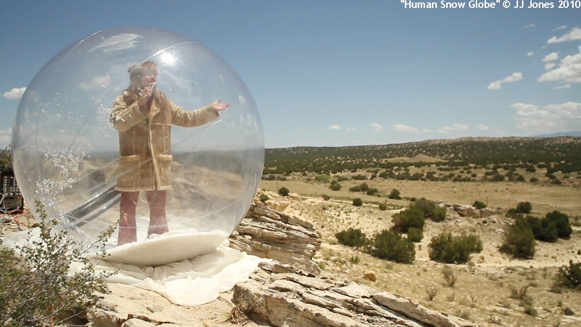 heartlandish_meinblau_JJ-Jones_2014_ausstellung_berlin_Desert-Human-Snow-Globe,-NM-2010©-JJJones