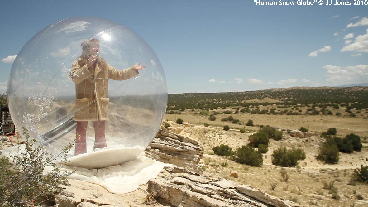 heartlandish_meinblau_JJ-Jones_2014_ausstellung_berlin_Desert-Human-Snow-Globe,-NM-2010©-JJJones