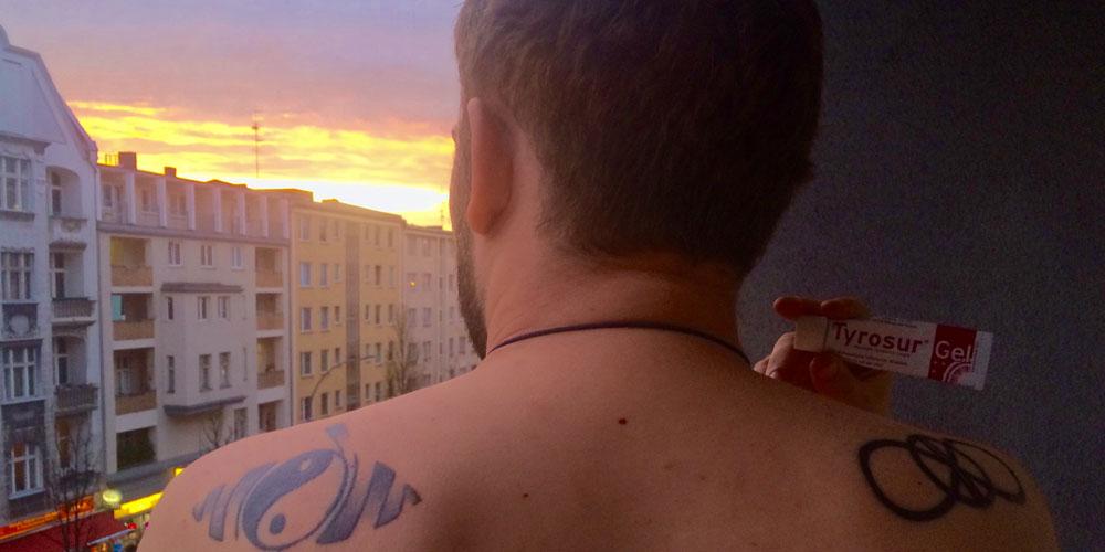 Berlinspiriert-Lifestyle-Tattoopflege-mit-Tyrosur-Wundheilgel-header