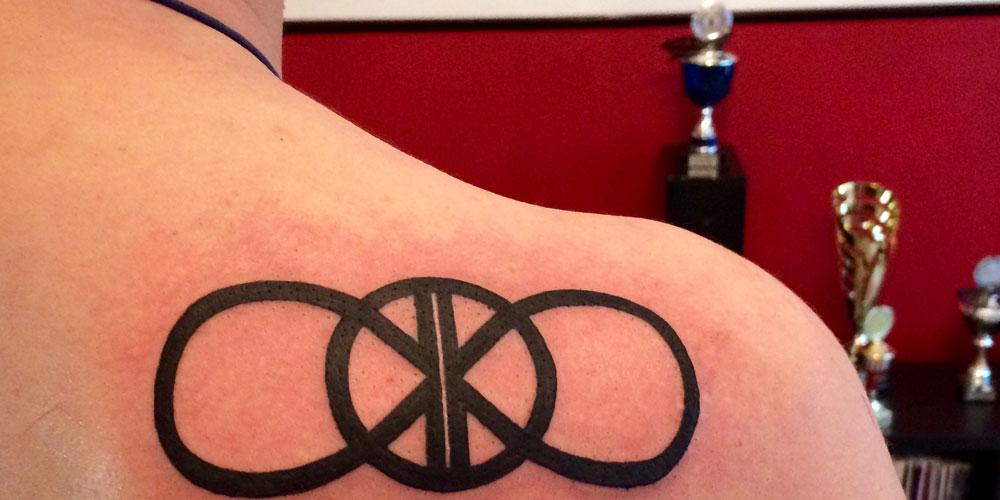 Berlinspiriert-Lifestyle-Tattoopflege-mit-Tyrosur-Wundheilgel-painful-love-work-done-2